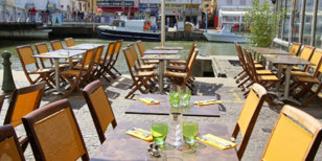Le Dauphin Grau du Roi restaurant de poissons et fruits de mer avec terrasse (® networld-fabrice Chort)