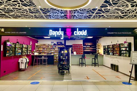 Dandy Cloud Nîmes vend des cigarettes électroniques, des e-liquides, du matériel de vapotage en centre-ville, pour le plaisir de vapoter et pour arrêter de fumer.(® dandy cloud)