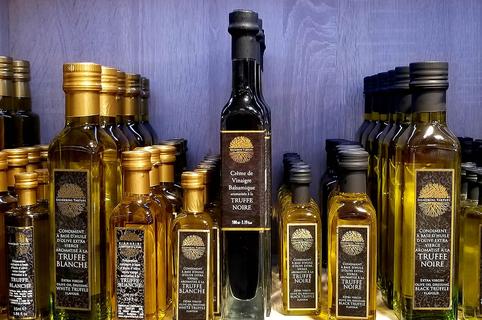 Signorini Tartufi Nîmes vend des produits dédiés à la truffe et des produits régionaux au sein de son épicerie fine en centre-ville.( ® Office tourisme Nîmes)