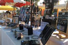 Aficion Clip vend des bijoux camarguais, bijoux de manades, des bijoux artisanaux en boutique, sur des marchés et en ligne. (® aficion clip)