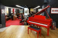 Auday Musique Nîmes est un magasin d'instruments de musique en centre-ville qui propose vente, location et réparation de pianos (® networld-fabrice chort)