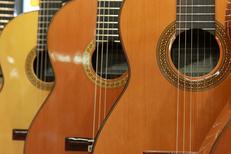 Auday Musique Nîmes magasin d'instruments de musique qui propose un grand choix de guitares en centre-ville (® networld-fabrice chort)