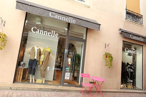 Boutique Cannelle Nîmes vend des vêtements pour les Femmes en centre-ville (® SAAM-fabrice Chort)
