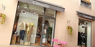 Boutique Cannelle Nîmes propose des vêtements pour les Femmes en centre-ville (® SAAM-fabrice Chort)