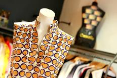Cannelle Nîmes Boutique de vêtements pour les Femmes propose des marques de créateur en centre-ville (® networld-fabrice Chort)