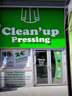 Clean'Up Pressing Nîmes Ville active vous reçoit pour l'entretien de vos vêtements et textiles.(® SAAM-Fabrice Chort)