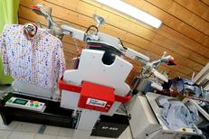 Clean Up Nîmes Pressing Ville active spécialiste du repassage de chemise pas cher grâce à des machines ingénieuses (® SAAM-fabrice Chort)