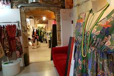 LM Mon Show Room Nîmes vend des vêtements pour femme et accessoires de mode en centre-ville