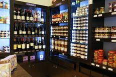Boutique Vatel Gourmet Nîmes propose des rayons Epicerie fine avec une sélection de produits et Caviste (® SAAM-Fabrice Chort)