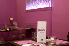 Vatel Gourmet Nîmes propose une restauration sur place en salle ou en terrasse au sein du salon de thé en centre-ville (® SAAM-fabrice Chort)