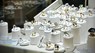"""Argor Nîmes spécialiste de l'achat d'or et bijouterie annonce une remise sur les bijoux avec l'opération """"Prix en Fêtes"""".(® argor)"""