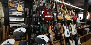 Auday Musiques Nîmes est le spécialiste des instruments de musique en centre-ville qui vend aussi des partitions et dispose d'un atelier de réparation.(® SAAM-fabrice Chort)