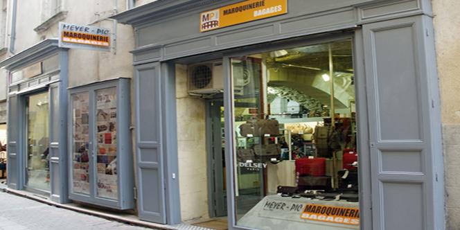 Bouticuir spécialiste cuir et maroquinerie Meyer-Pic à Nîmes poursuit ses  soldes et promotions. 8fa3a83aa84