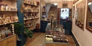 La Tabletterie Nîmes est une boutique familiale d'artisan chocolatier en centre-ville qui tourne.(® facebook Tabletterie)