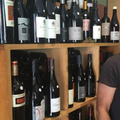 Les Plaisirs de la Table à Nîmes propose une sélection de vins naturels parmi ses nombreuses références en vins, alcools et Champagne.