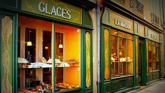 Maison Villaret est l'une des plus anciennes boulangeries de Nîmes. C'est une boulangerie-pâtisserie avec salon de thé en centre-ville dont l'une des spécialités sont les Croquants Villaret.( ® site Maison Villaret)