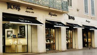 Le bijoutier-joaillier Thomas Nîmes présente ses nouveautés en boutique.