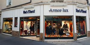 La boutique Vent d'Ouest à Nîmes solde une sélection de vêtements en centre-ville.(® vent d'ouest facebook)