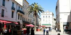 Guide des commerces du centre-ville de Nimes qui regroupe les commerces, les boutiques, les magasins et restaurants. Parfait pour le Shopping en centre-ville de Nîmes. (® networld-fabrice Chort)