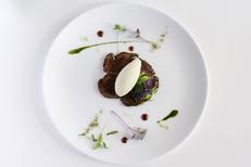 Château de Pondres Restaurant La Canopée à Villevielle près de Sommières propose une cuisine gastronomique ici Taureau de Camargue AOP Bio (® Château de Pondres)