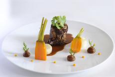 La Canopée Restaurant gastronomique du Château de Pondres****  à Villevielle près de Sommières ici Agneau confit sept heures (® Château de Pondres)