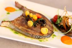 Le Dauphin Grau du Roi est un restaurant de poissons sur les quais (® SAAM-fabrice Chort)