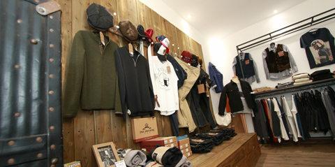 Mode Homme Nîmes avec les boutiques et magasins dédiés aux vêtements pour  hommes (® SAAM d4b1d06ed86
